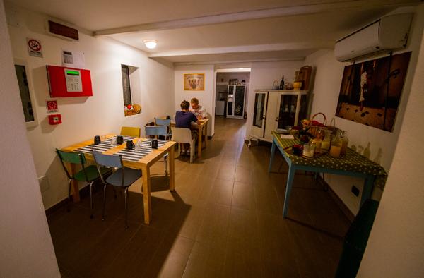 The hostel cucina kitchen guida genova guida genova for Cucina arredi genova